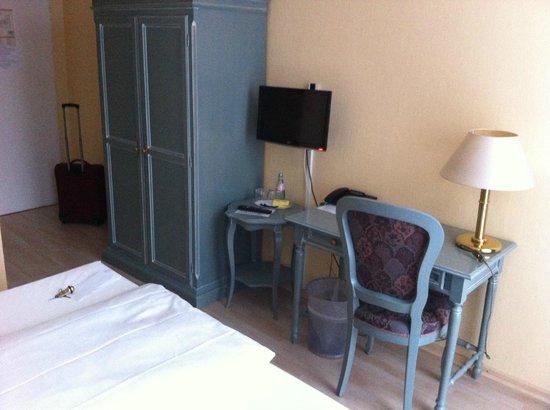 Hotel Larat: Habitación