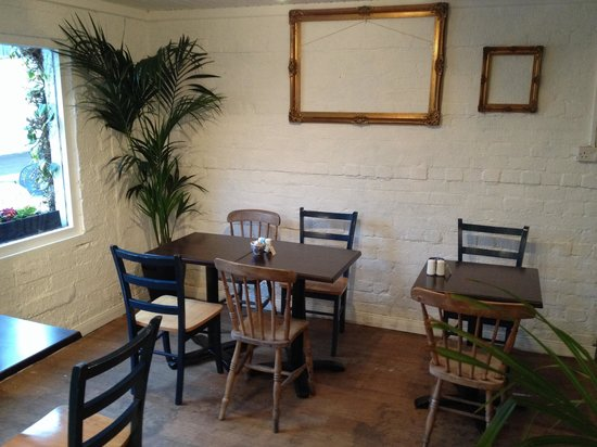 Hoops Coffee Shop: Third room now open!