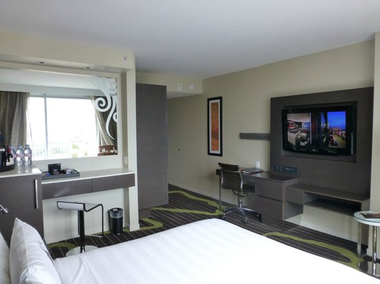 Hard Rock Hotel San Diego : Desk and TV view room (806)