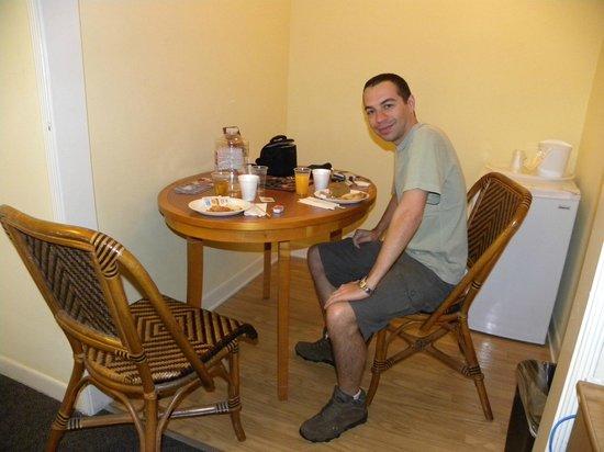 Hollywood Celebrity Hotel : Quarto e café da manhã
