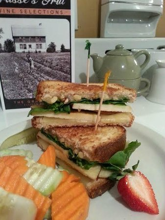 Grasse's Grill: Apple Orchard Sandwich