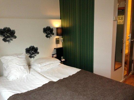 Scandic Kungsgatan: Double bed but room for little else.