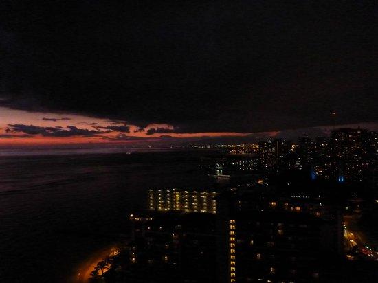 Sheraton Waikiki: Halekulani next door