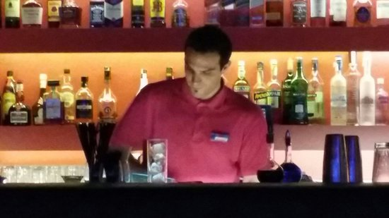 Hotel SB Diagonal Zero Barcelona : Bartender Giuliano..��