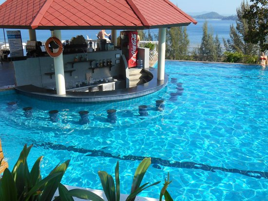 Aquamarine Resort & Villa: pool bar