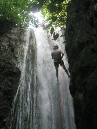 El Remanso Lodge: Waterfall rappelling.