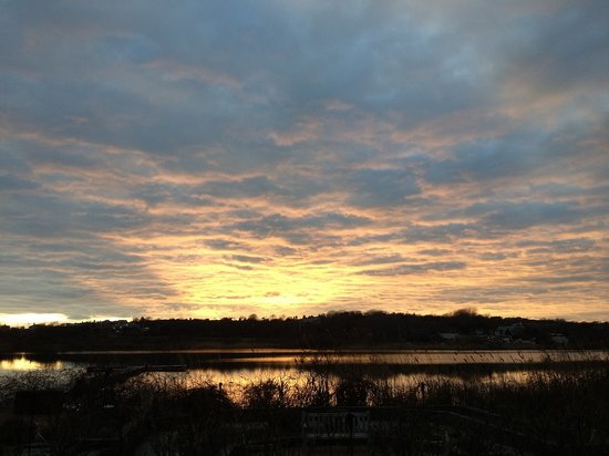 Mill House Inn: Spring Sunrise over Hook Pond East Hampton NY