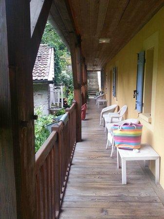 Hotel Restaurant Domaine Du Moulin Vallee Heureuse : balustrade