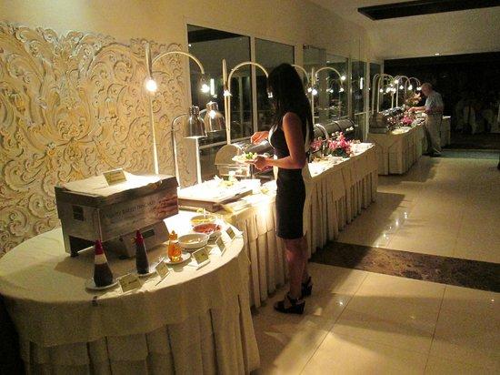 Thai Garden Resort: The buffet style main courses