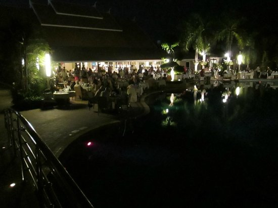 Thai Garden Resort: The poolside buffet is totally away from the noise of city traffic