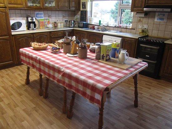 Dunloe View Hostel: The perfect kitchen