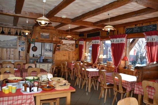 Chalet la Croix Blanche Hotel : La salle du petit déjeuner