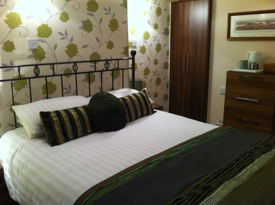 Annandale Guest House: Double room with king size bed
