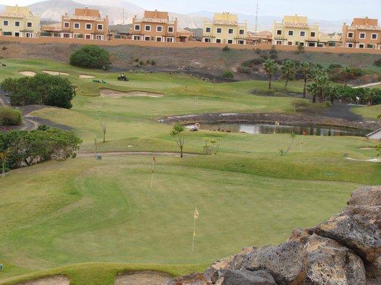 Mirador de Lobos Golf Resort: View of course with sea in background