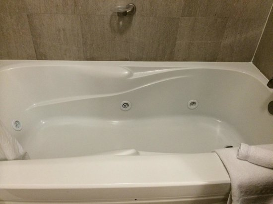 Fairfield Inn & Suites Somerset: Jacuzzi tub