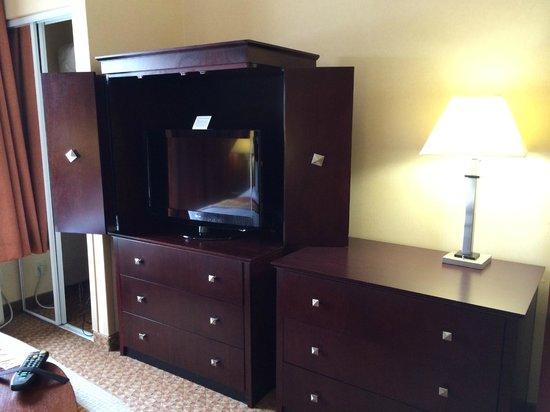 Fairfield Inn & Suites Somerset: Dresser TV