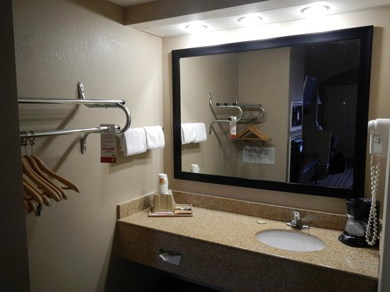 Super 8 Murfreesboro: Dressing area