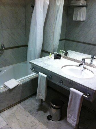 Hotel Nuevo Madrid : Baño