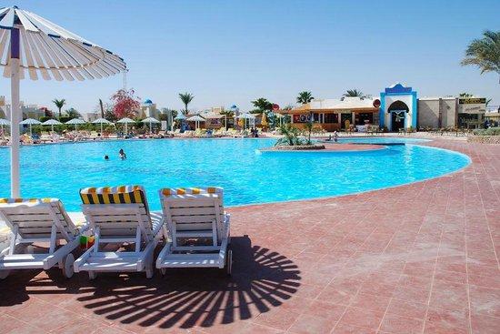 Mirage Bay Resort & Aquapark Lilly Land: Piscina centrale