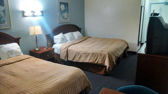 Days Inn & Suites Fountain Valley/Huntington Beach: Beds