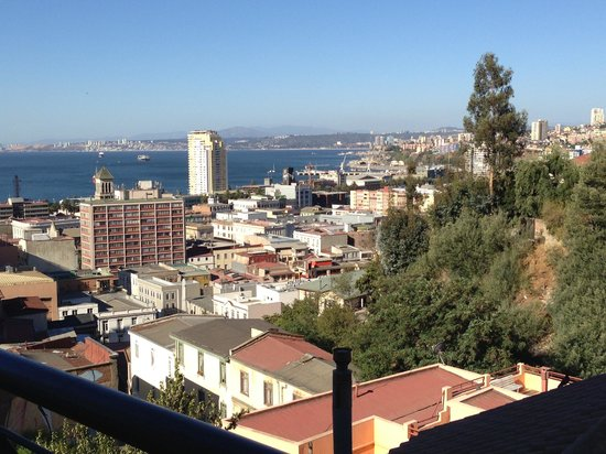 Valparaiso Experience Apartments : Incredible view of the bay from the balcony