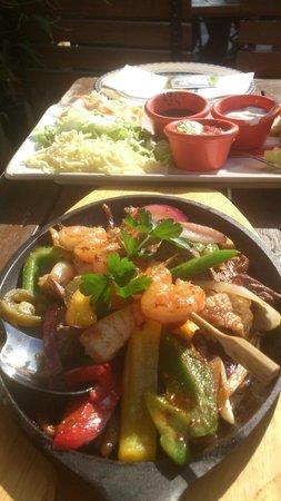 Enchilada : Fajitas mit Rind, Huhn, Scampi und Paprika und Zwiebeln