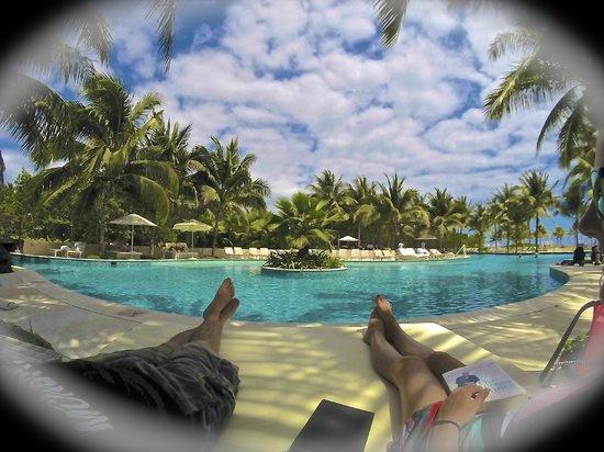 Hacienda Tres Rios: Relaxing poolside