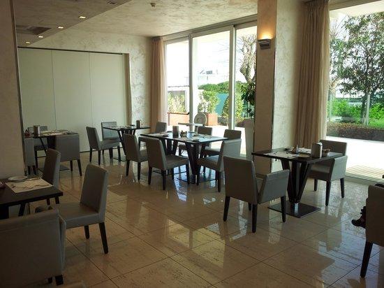 Mercure Rimini Artis : sala colazione