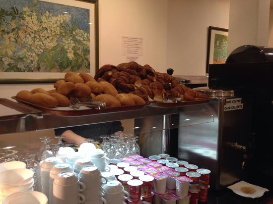 Hotel Barcelona House: This is all you have to choose from for breakfast, needs improving!