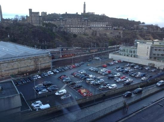 Jurys Inn Edinburgh: car park frm hotel room