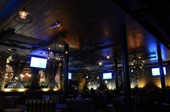 Manyalee STK House: La atmosfera que se vive en las noches te trasnporta a los mejores comedores del mundo...