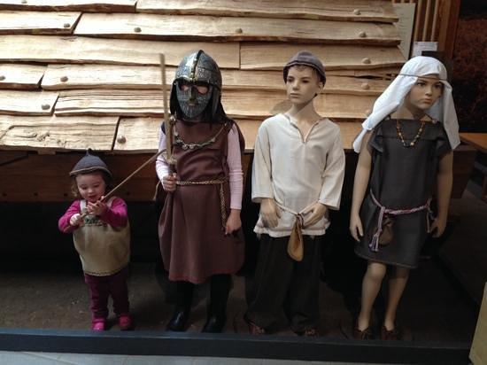 Sutton Hoo: kids dressing up