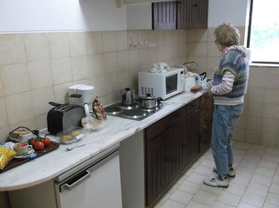 Quinta do Paraiso: Spacious and adequate kitchen