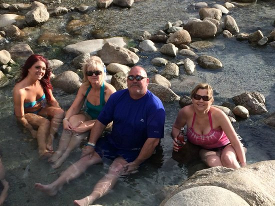 Mount Princeton Hot Springs Resort: Hot Tubbing in the River