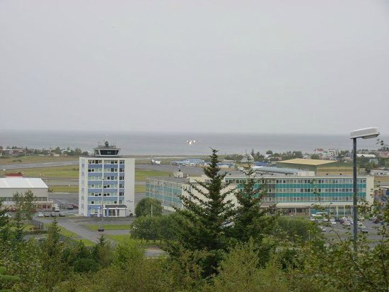 Icelandair Hotel Reykjavik Natura : Hotellet sett från Perlan
