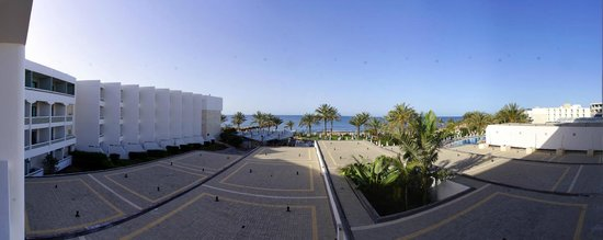 Constantinou Bros Athena Beach Hotel: Blick aufs Meer vom 2. Stock aus
