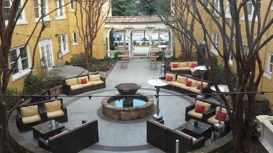 Artmore Hotel : Courtyard