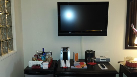 Artmore Hotel : Mini Bar