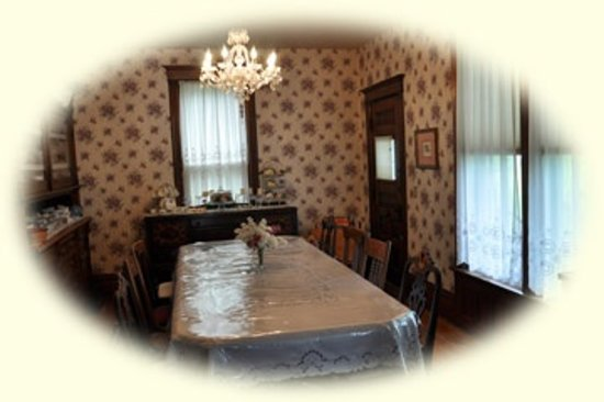 Garden Gate Bed and Breakfast: Dining room