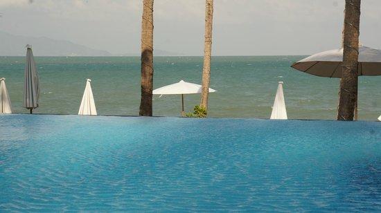 พินนาเคิล สมุย รีสอร์ท แอนด์ สปา: pool