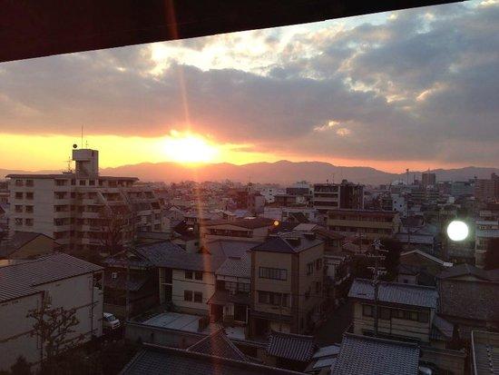 Kyoto Tokyu Hotel: 窓からの夕陽