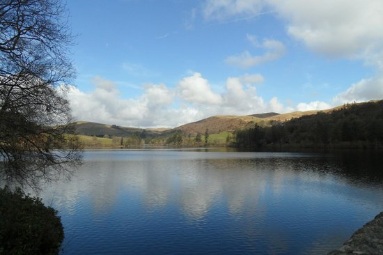 Lake Vyrnwy Hotel & Spa: view up the lake from the dam
