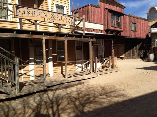 Old Tucson : Rustic buildings