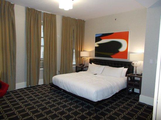 Amsterdam Court Hotel: Huge Room