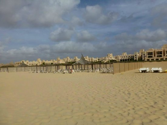 Hotel Riu Touareg: Looking back on the hotel from the beach