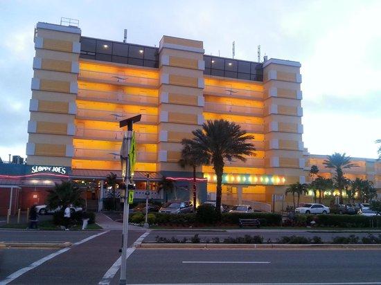 Bilmar Beach Resort: streetside