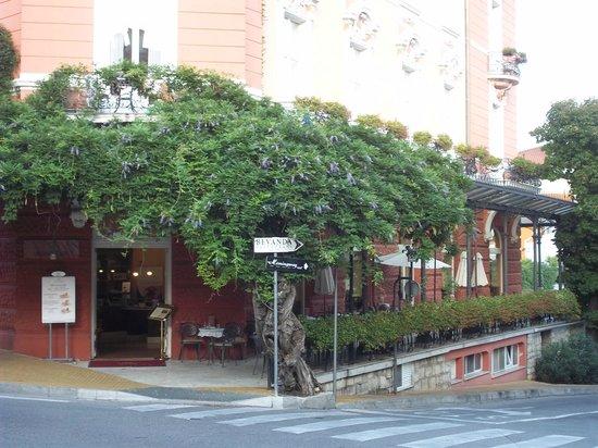Grand Hotel 4 Opatijska Cvijeta : pergolato della terrazza esterna