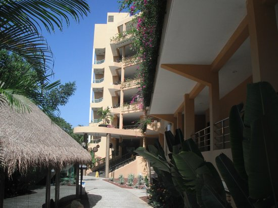 Sensimar Seaside Suites & Spa: Premiun building from the back