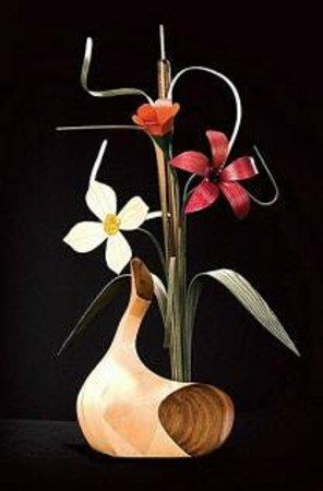 Handcraft House: wood vase & flowers