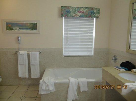 Pompano Beach Club : big bathroom